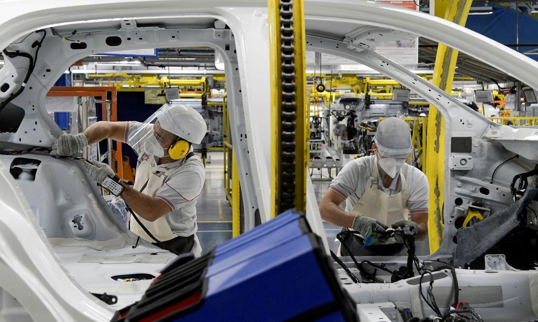Atividade econômica caiu 7% em abril, estima FGV