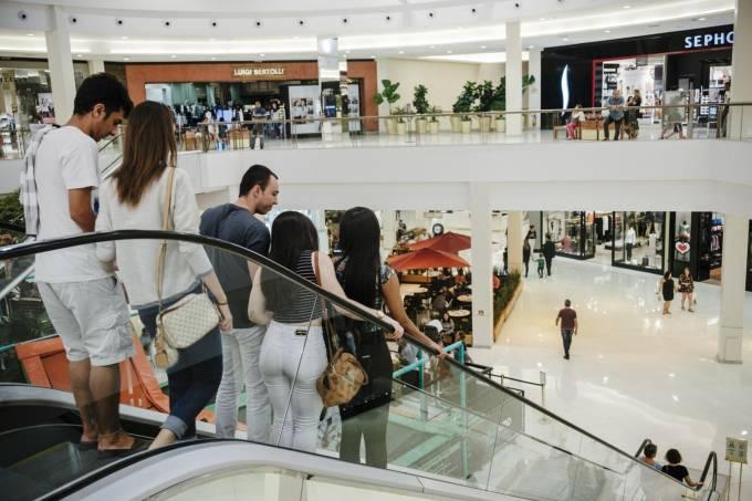 Varejo se torna ponto fraco de economia brasileira em pandemia